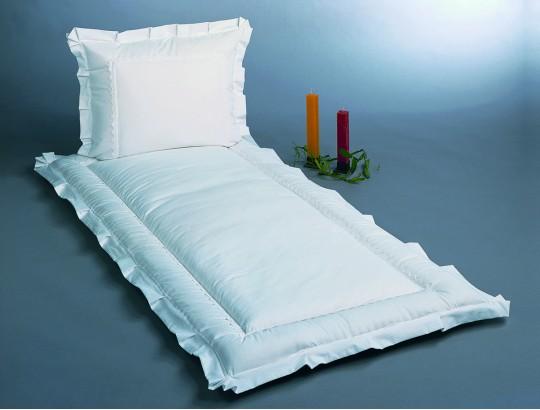 Deckengarnitur aus Baumwolle mit Zwischennaht aus Baumwollspitze