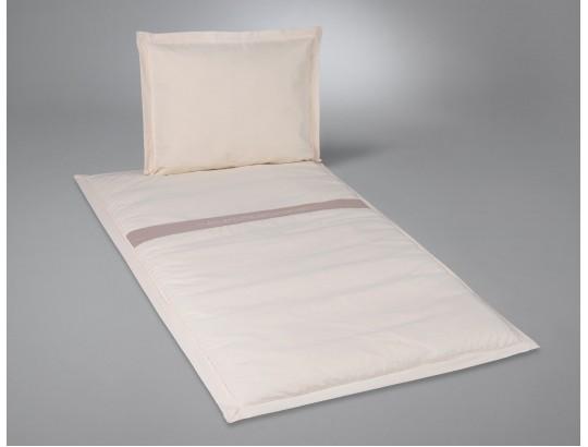 Deckengarnitur aus Baumwolle natur mit Text gestickt auf Lodenband gerade